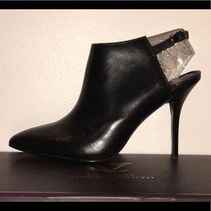 Vince Camuto Signature Black Slingback Heels 8 EUC